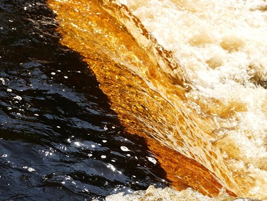 L'Anse, MI: Color of water as it flows over the small falls