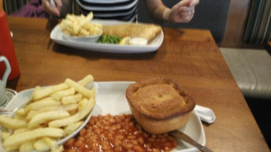 The Hi Tide Inn: Pie and chips
