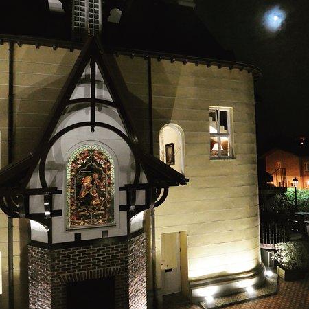 Hotel Villa Soro at night.