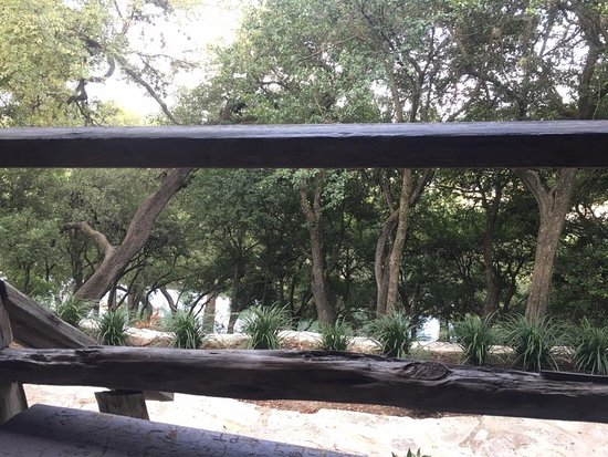 Gruene Mansion Inn Bed & Breakfast: Porch looking down on the river