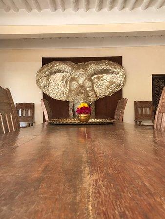 The Majlis Hotel: .... arte ............