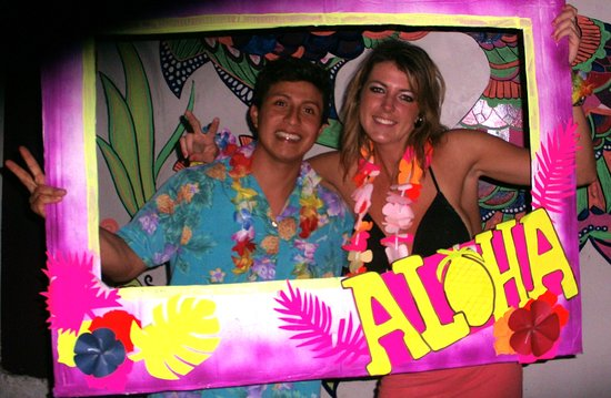 Puerto Lopez, Ecuador: Hawaiian Party