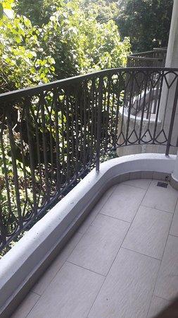 Shangri-La's Rasa Sentosa Resort & Spa: Balcony