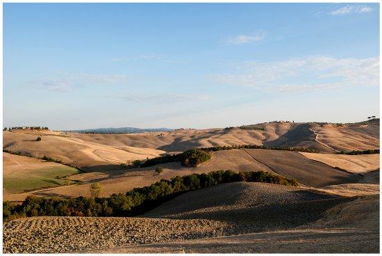 Asciano, Italia: panorama alle prime luci del mattino