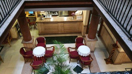 Hotel Avenida Tropical: Vista de la recepción y la entrada