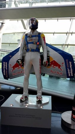 Red Bull Hangar-7: Felix Baumgartner,s flight suit