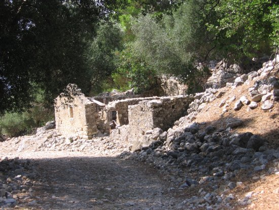 Sami Acropolis : post earthquake old building