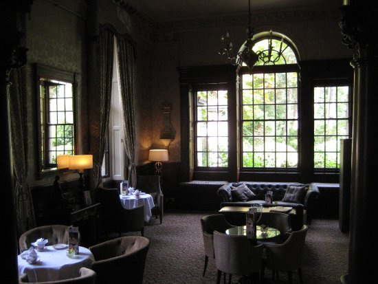 Crathorne, UK: Lounge for tea and drinks service