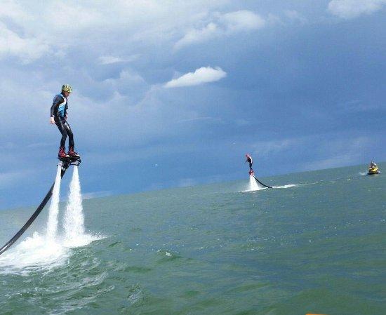 Turkey Point, Kanada: Find A Way Flyboarding