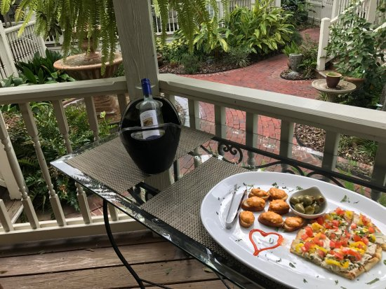 The Addison on Amelia Island: Happy Hour with a dairy-free option