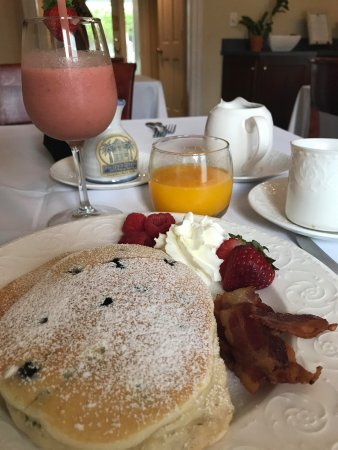 The Addison on Amelia Island: Fresh squeezed OJ, dairy-free melon & berry smoothie and light & fluffy blueberry pancakes.. HEA