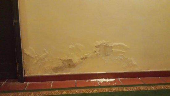 Hotel Orizzonte - Acireale: desconchones en paredes