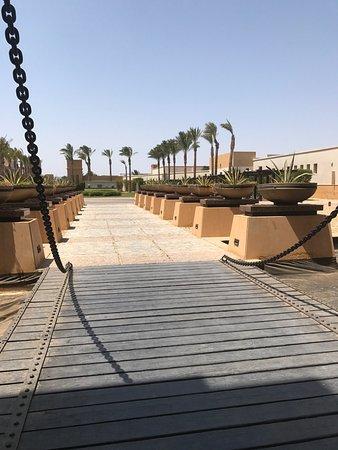 The Palace Port Ghalib: l'entrée de l'hôtel depuis la réception