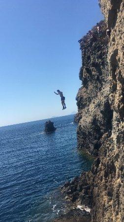 Santorini Sea Kayak - Day Tours : cliff jumping