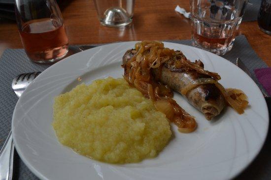 Chabanais, Γαλλία: Andouillette Purée / Purée Pommes de terre et courgette excellente !!!