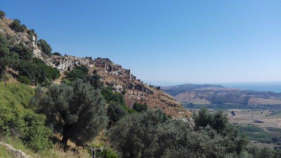 La PRO LOCO di Brancaleone offre il servizio a visite guidate per conoscere il borgo nei suoi se