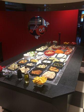 Amberieu-en-Bugey, França: Super buffet et salle de ce restaurant
