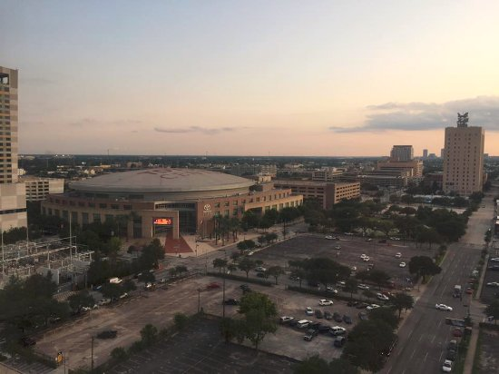 Four Seasons Hotel Houston: Great view of Toyota Center
