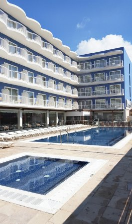 Hotel Cesar Augustus: Piscinas adultos y niños