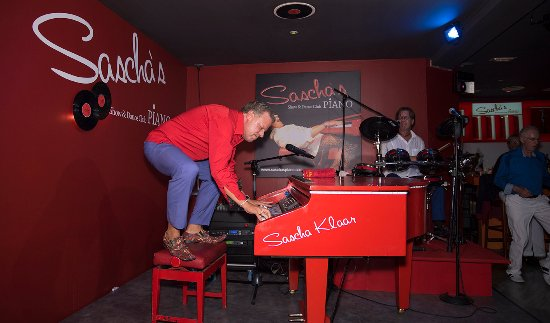 Sascha's Piano Show & Dance Club