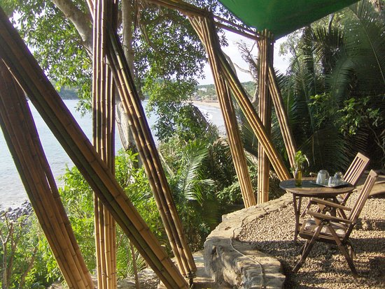 Majahua Hotel Selva: Terrazas frente al mar del restaurnte, al fondo el Puerto de Chacala,