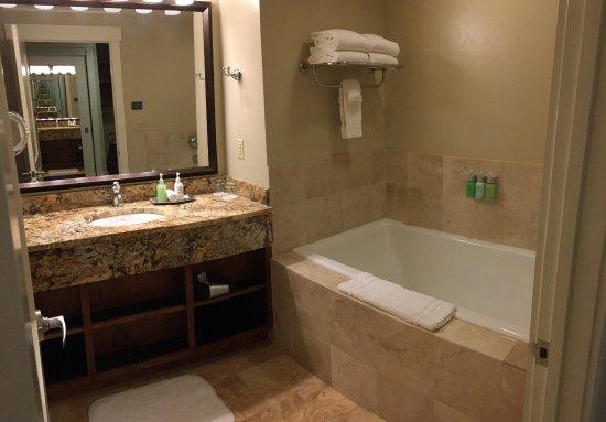 The Limelight Hotel: Beautiful Bathroom