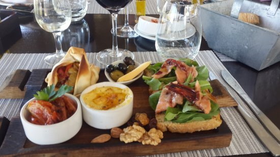 Lujan de Cuyo, Argentinië: Almuerzo exquisito en la bodega