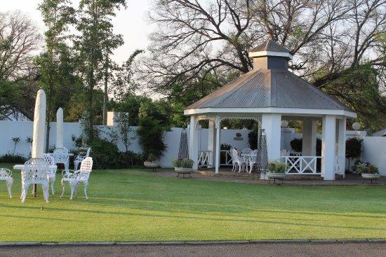 เคลิกส์ดอร์ป, แอฟริกาใต้: Magnificent garden at Villa Maria