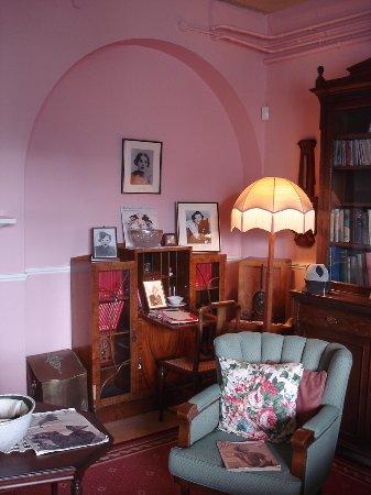 Weybridge, UK: the women reading room