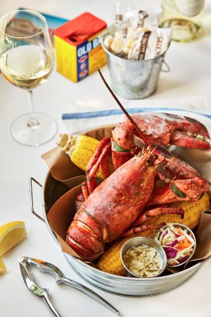 Greenport, Νέα Υόρκη: Fresh Selections for Lunch and Dinner Service at The Halyard