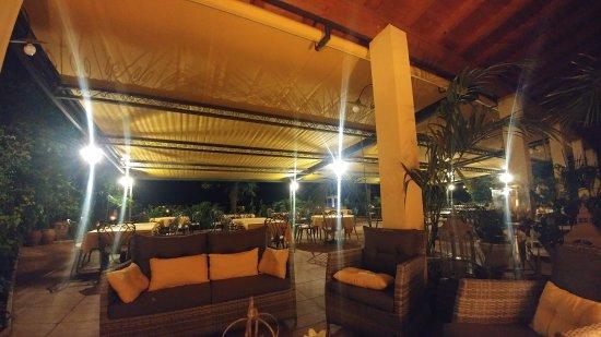 Cavaion Veronese, Italien: Terrasse am Abend