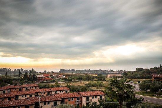 Cavaion Veronese, Italien: Blick vom Balkon auf den Gardasee