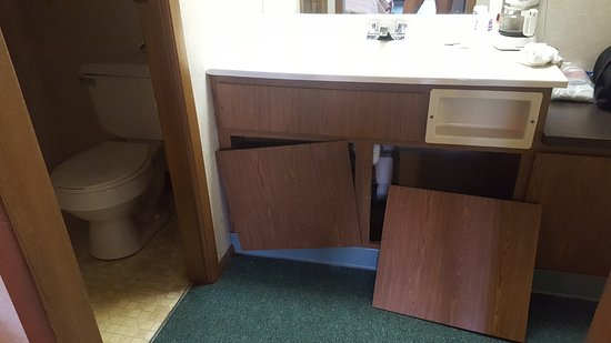 Bridgeport, MI: cabinet that fell on my foot