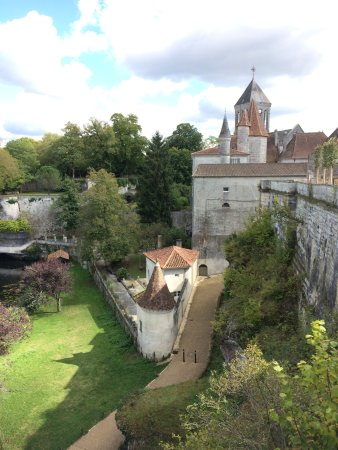 Bourdeilles, Francia: At 8.30€ this place was well worth a visit. You get into the old medieval fortress and a renaiss