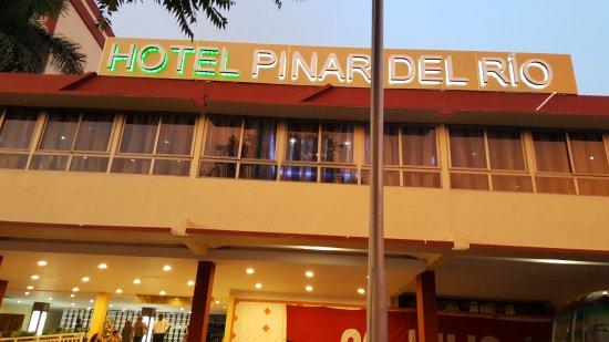 Pinar del Rio, Cuba: nuevo cartel para un nuevo hotel Pinar del Río.
