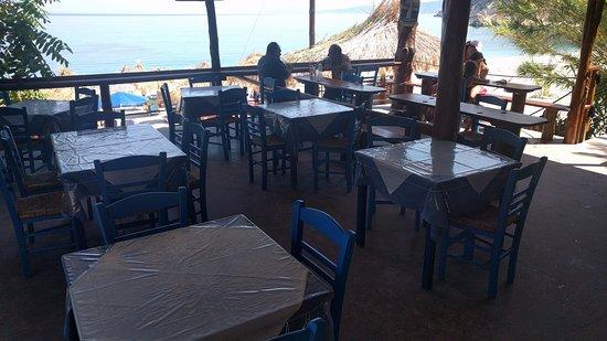 Zola, Yunanistan: Tavoli