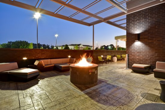 Blue Ash, OH: Outdoor Patio with Fire Pit