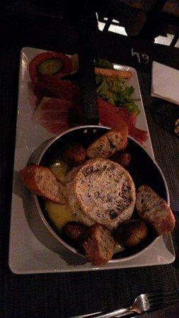 Lattes, Frankrig: camembert entier chaud