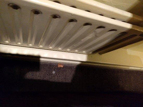 Handforth, UK: Rubbish behind sofa