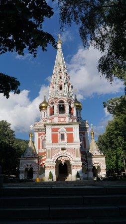 "Hotel Opalchenets: Мемориальная церковь ""за углом""."