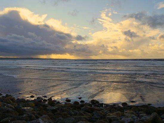 Strandhill, أيرلندا: Nydelige bølger ved Strandhill