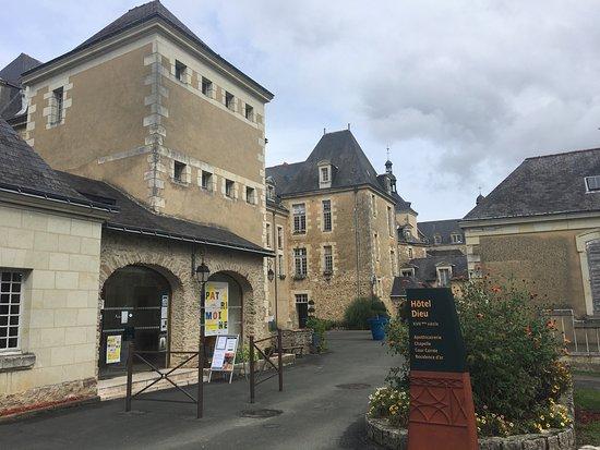 Bauge, Frankreich: photo1.jpg