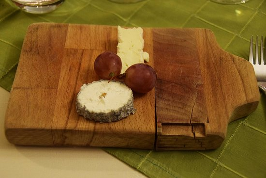 Château La Roque Margaux: the cheese, after the main course and before the dessert