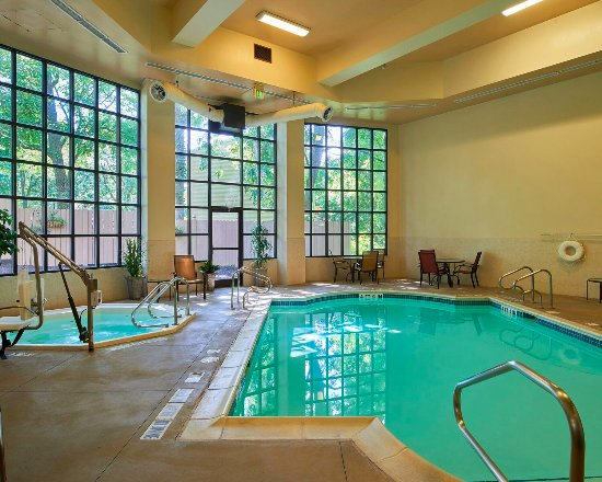 State College, Pensilvania: Indoor Heated Pool & Spa (Hot Tub)