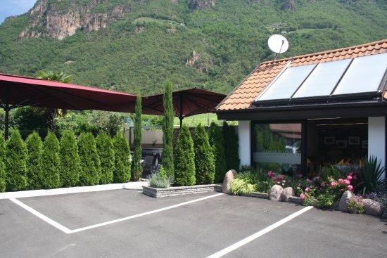 Terlano, Italië: Parkplatz direkt davor
