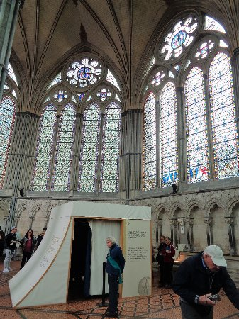 Salisbury Cathedral and Magna Carta: Salisbury Chapter House: the Magna Carta is in the tent-like structure