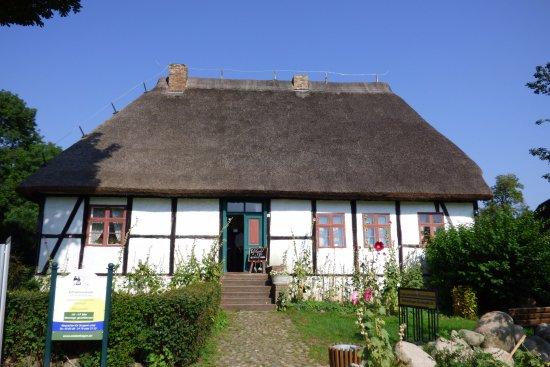 Schulmuseum in Middelhagen, mit historischem Klassenzimmer und Lehrerwohnung