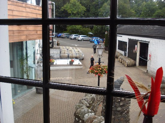 Crieff, UK: View from the distillery looking down on the yard.