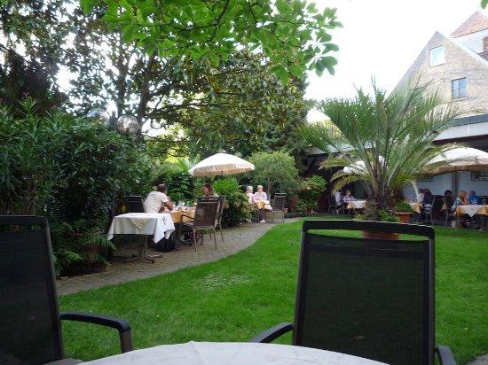 Gasthaus zum Rossel : Le restaurant dans le jardin