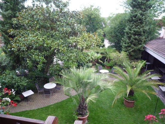 Gasthaus zum Rossel : Le jardin-restaurant, vue de la chambre au 1er étage